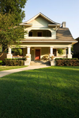 How to Keep a Lawn Green in a Drought