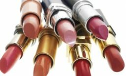 How to Remove Lipstick Makeup Stains
