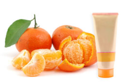 How does mandarin work in skin cleansers?
