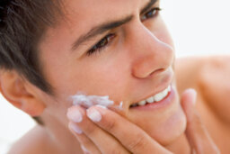 How should men deal with dry skin?