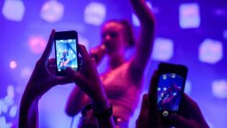 Put Those Phones Down, Concertgoers, or Apple May Do It for You