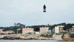 Franky Zapata Shatters Hoverboard World Record