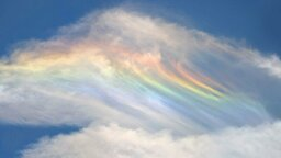 'Fire Rainbows' and 'Sun Dogs': Weird Weather in the Smartphone Age