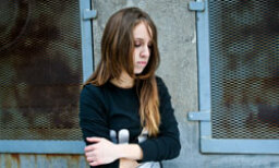 5 Teen Suicide Warning Signs to Look Out For