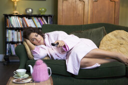 Can watching too much TV at night make you depressed?