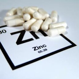 How does zinc benefit skin?