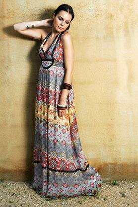 Long dresses may keep you looking short, but it is a sophisticated look.