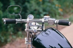 The defining flat handlebars of the Mississippi Queen.