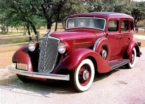 The Graham Blue Streak Model 57 Custom Eight topped the 1933 Graham second-series lineup. Other car makers were still scrambling to catch up with the modern skirted-fender styling.