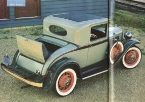The second taillamp and luggage rack on the 1932 Plymouth PA Rumble-Seat coupe came at an extra cost.