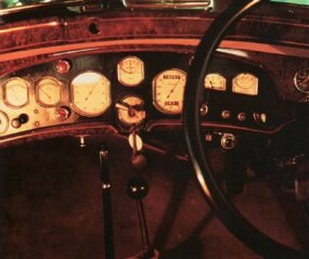 The luxurious Delage D8S Sports Coupe passenger cabin featured a beautifully veneered dash.
