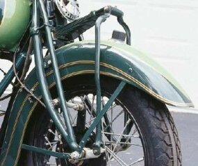 The rather awkward front suspension gained a rebound spring for 1935, and fenders were restyled with larger valances to smooth out the Chief's styling.