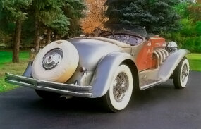 An external spare tire decorated the rear of the 1936 Duesenberg SSJ Speedster.