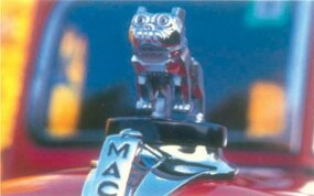 Mack's distinctive bulldog mascot graced the hood of the 1937-1938 Mack Jr half-ton pickup.