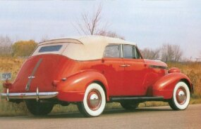 The 1937 Pontiac body featured all-steel construction.