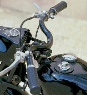 The modern hand clutch was a first for a civilian Harley, but fairly common in Europe at this time.