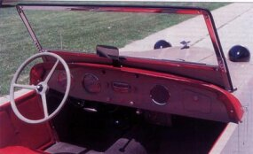 Among the amenities in the Super Sports and Hotshot models was a Crosley radio.