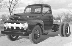 ­1952 Ford F-6 chassis-cab