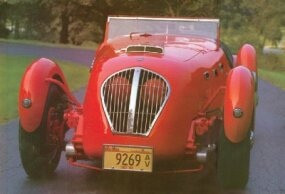 The 1950 Healey Silverstone had a sleek yet rugged streamlined shape.