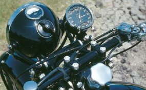 The speedometer was situated above the handlebars, while other gauges were located within the top of the headlight.