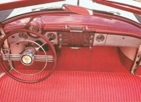 The 1953 Skylark had dash controls in a convenient arrangement.