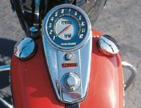 The FL model featured Harley's traditional tank-mounted speedometer. Note the dual gas-filler caps.