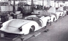 Darrin production began in January 1954 as the last assignment for the Jackson, Michigan, plant that had built most of Kaiser's special-order models.