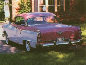 To appeal to women, the 1955 Dodge La Femme sported a Heather Rose and Sapphire White exterior.