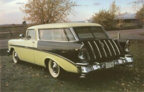 Rear moldings on the 1956 Nomad were angled to match the B-pillar.