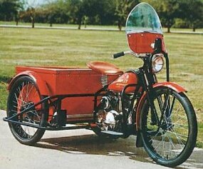 Other versions of the Simplex included this three- wheeler similar to Harley's Servi-Car.