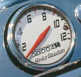 The XL instruments consisted of a simple speedometer, while oil pressure and generator warning lights were built into the headlight housing.