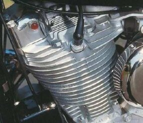 Harley spotters knew from the cylinder barrels and heads that this wasn't a KH engine.