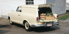 The return of the wagon body in 1959 allowed Rambler to dabble in bringing back the Deliveryman utility wagon.