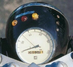 The speedometer and warning lights were incorporated into the headlight bucket.