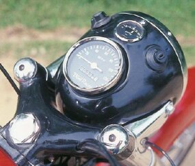 The headlight case held a speedometer, ammeter, light switch, and ignition switch.