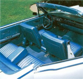 Longer wheelbase in the 1964 and 1965 Lincoln Continental added rear seat room.