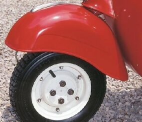 The single-sided trailing link fork allowed the tire to be changed by simply removing four wheel nuts.