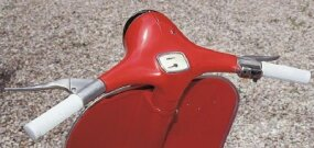 Pulling in the left-hand clutch lever allowed the grip to be rotated to select gears.
