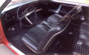 Although the interior of the 1966 Buick Riviera was luxurious, buyers who wanted a console had to pay extra.