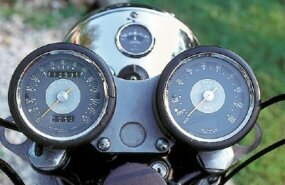 Note that the tachometer (right) lacks a redline.