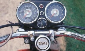 Traditional Smiths gauges provided a clean look.