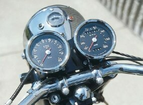 The Triumph, like the Bonneville, was equipped with wonderfully designed Smiths gauges.