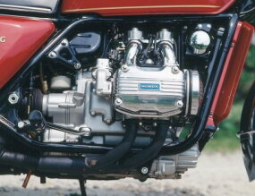 The Gold Wing ran a 999-cc flat-four water-cooled engine and had shaft drive.