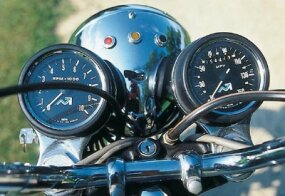As in earlier Bonnevilles, the 1976 Bonne's tachometer displayed no redline.
