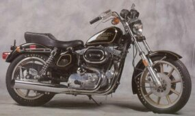 The Harley-Davidson XL-1000 featured dual front disc brakes.