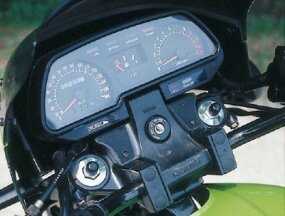 The KZ1000R's instrument panel was familiar to Kawasaki fans.