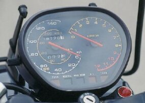 The Katana integrated its speedometer and tachometer into a single gauge pod.