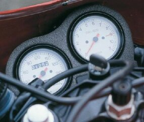 The tachometer redlined at an impressive 9000 rpm.