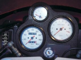 The tachometer shows a lofty 10,000 rpm redline.