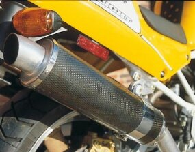 The carbon-filter muffler reduces the weight of the Superlight.